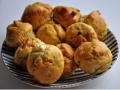 muffin al parmigiano, feta, pachino e olive