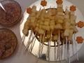spiedini-di-pera-e-fontina-con-miele-e-granella-di-noci