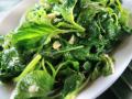spinaci con pinoli al burro